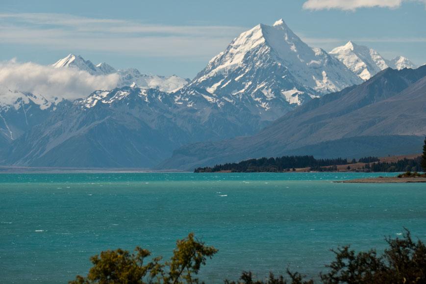 Blick von einer wunderbaren Zeltstelle zum Mount Cook (3750 Meter) mit dem Lake Pukaki, Neuseeland Südinsel
