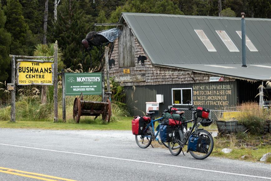 Bushmans Center an der Westüste mit riesiger Sandfly, Neuseeland Südinsel