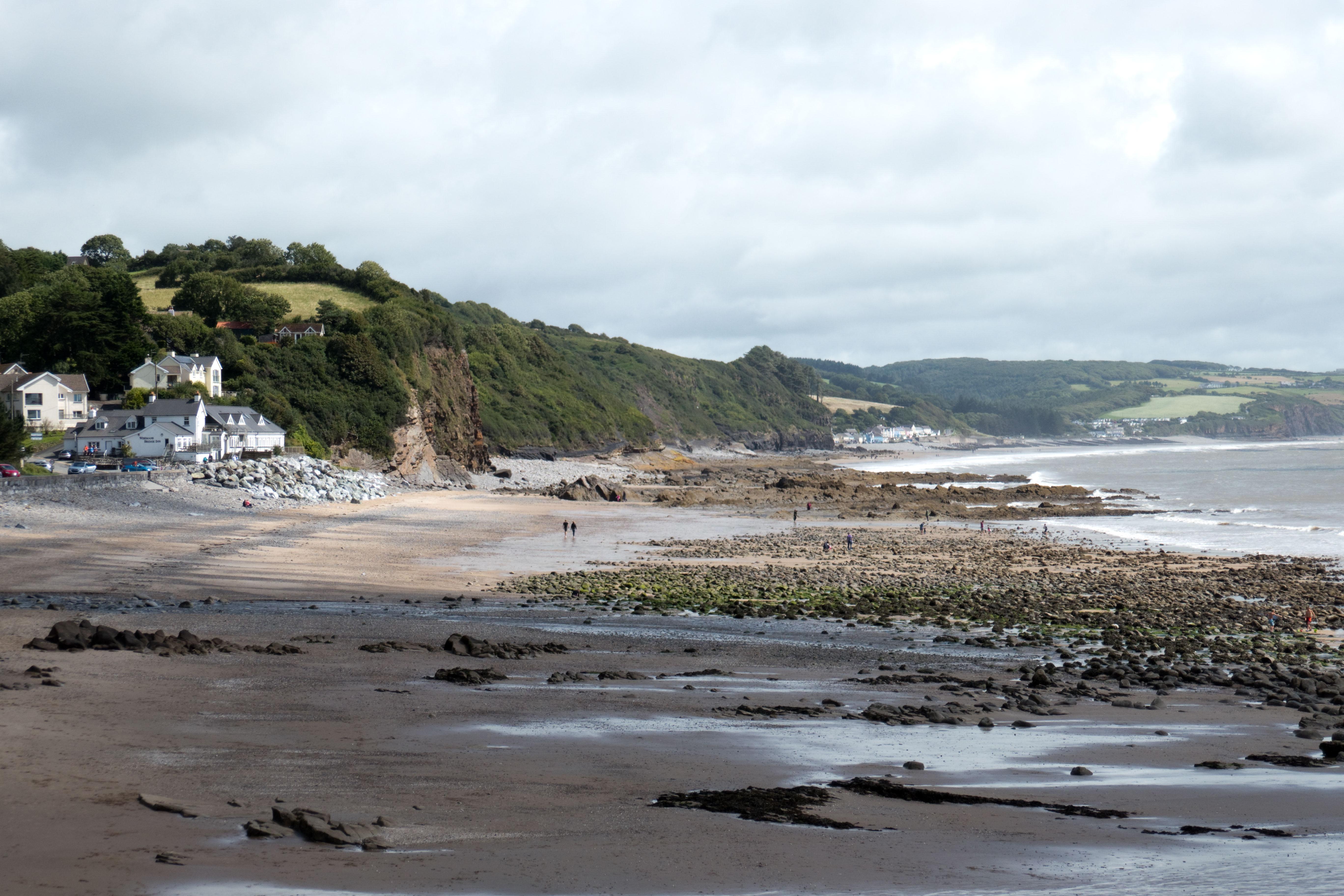 Steilküste bei dem kleinen Ort Amroth, 2 Tagesetappen vor Fishguard