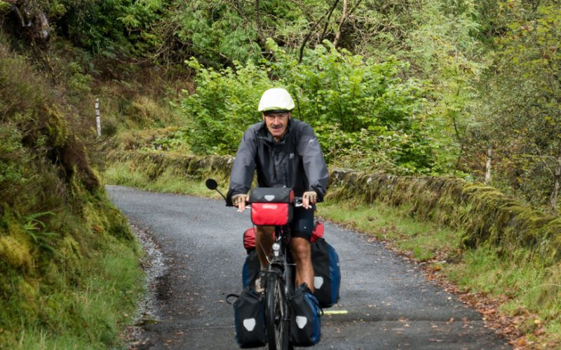 Olaf auf autofreier Strecke am Loch Venachar