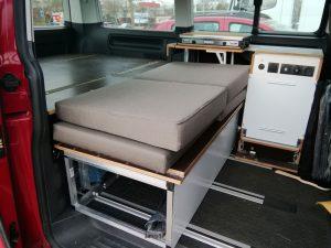 Schlaf-Sitzbank in unserem Bus